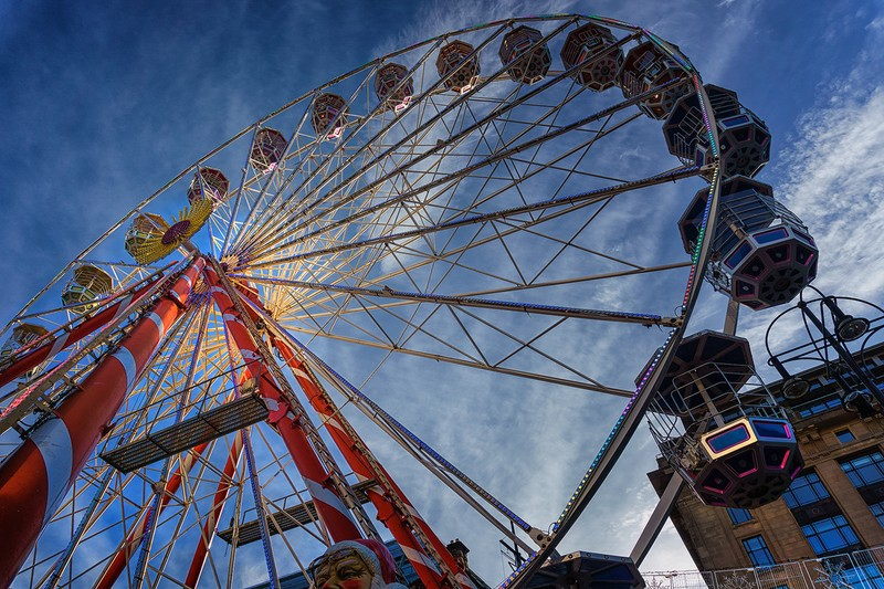 Ferris wheel (colour) - street