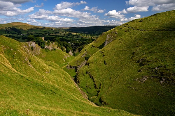 Cave Dale photographed by Roger Butterfield