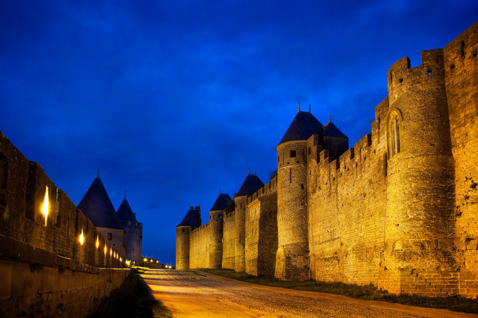 Night photo of Carcassonne walls
