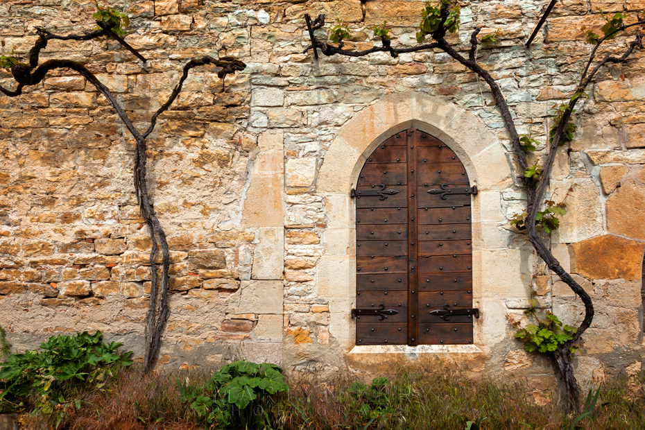 Photograph of old window in Bruniquel in the Dordogne