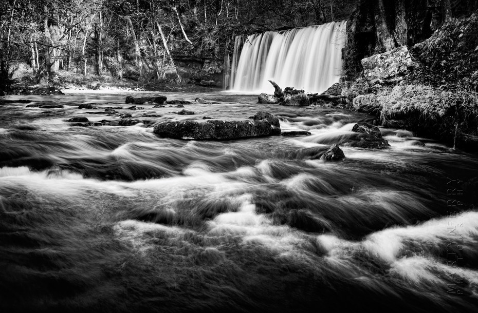 Lively image of Upper Gushing Falls in South Wales