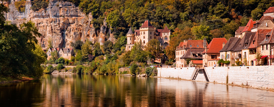 Panoramic image of La Roque Gageac on the River Dordogne
