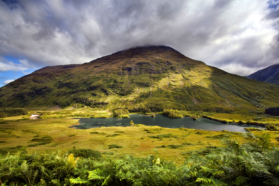 Landscape photo of Stob Dubh and Lochan Urr