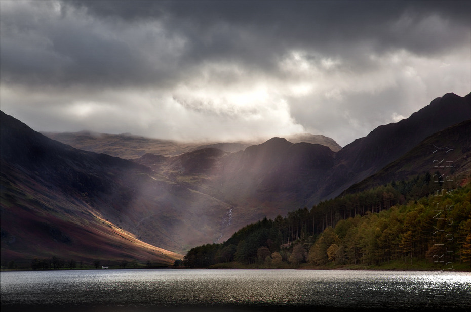Sunbeams illuminate Buttermere mountains