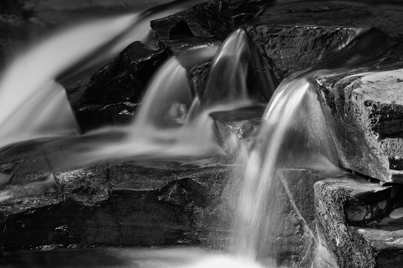 Little Falls - Mann in Mono