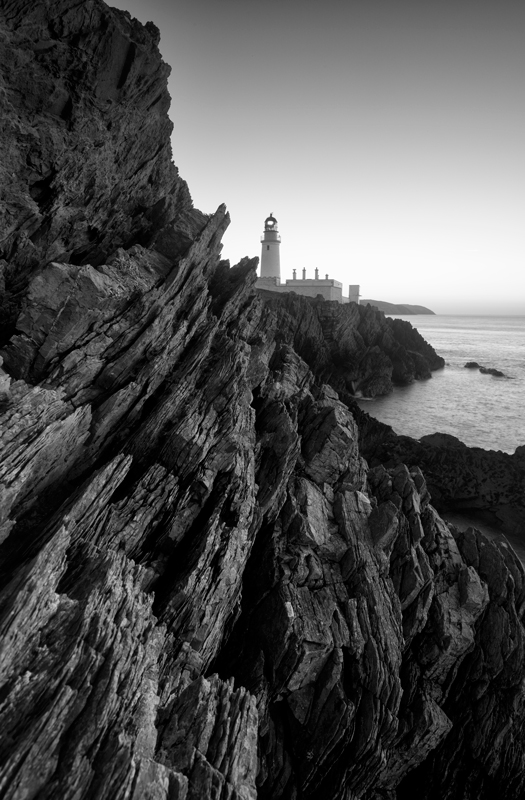 Light on the Rocks - Mann in Mono