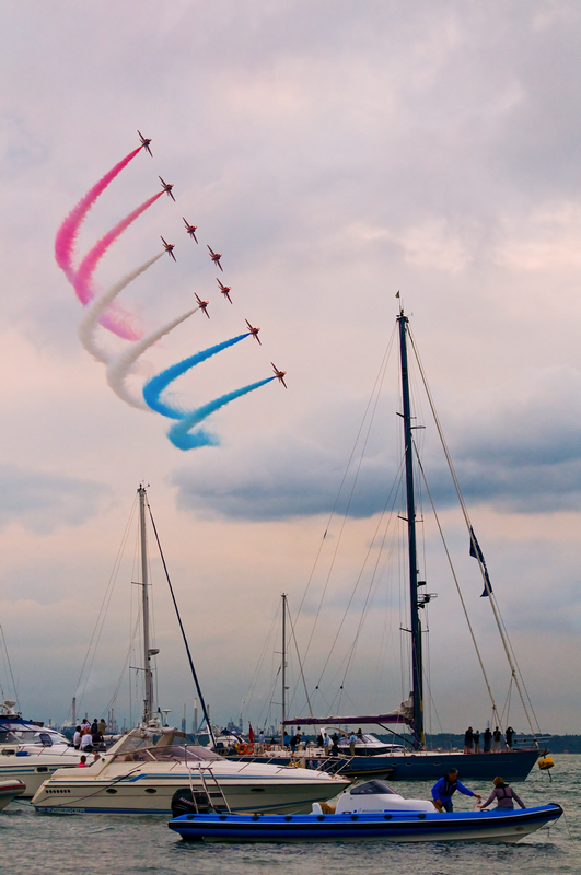 z1413 The Red Arrows, Cowes Week - Yarmouth to West Cowes