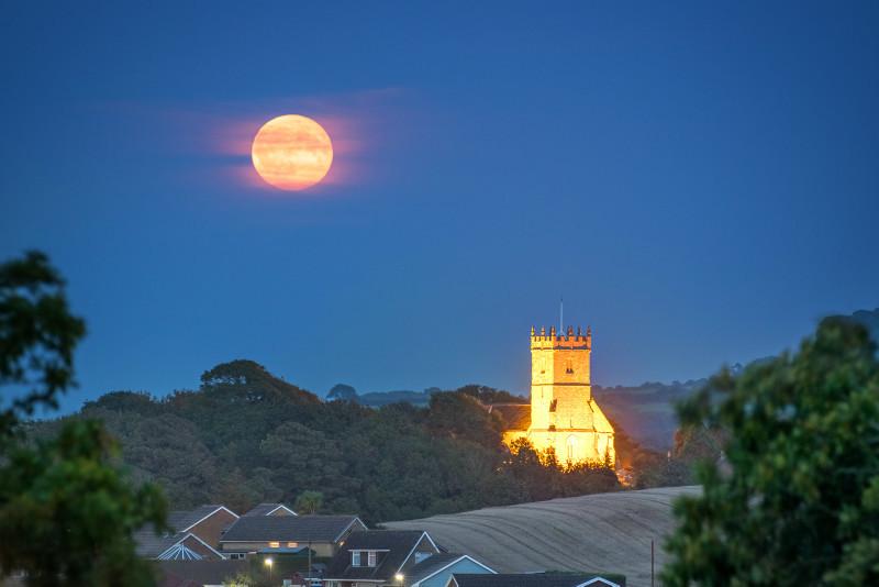 z3109 Early Autumn Moonrise over Godshill - The Inner Island inc Newport & Godshill