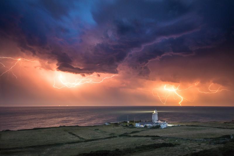 z3195 Multistrikes, St Catherines Lighthouse - Latest Photos