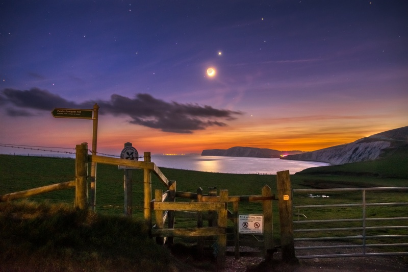 z2651 Moon and Venus over Compton Bay - Blackgang to Compton inc West Wight