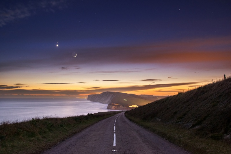 z2640 Moon, Venus and Mars over Tennyson Cliff - Blackgang to Compton inc West Wight
