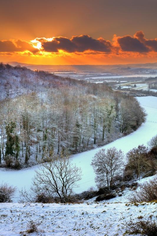 z2590 Snowy Sunset Knighton - The Inner Island inc Newport & Godshill