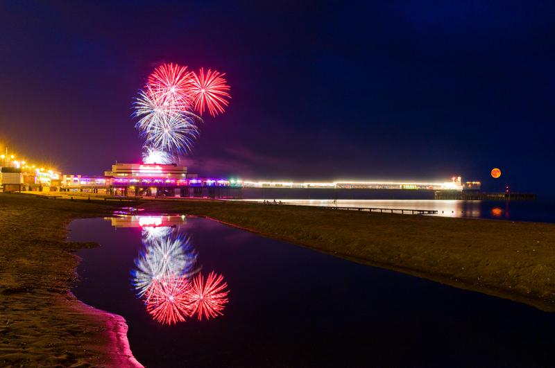 z1670 Fireworks, Sandown Pier - Sandown, Shanklin, Luccombe and Wroxall