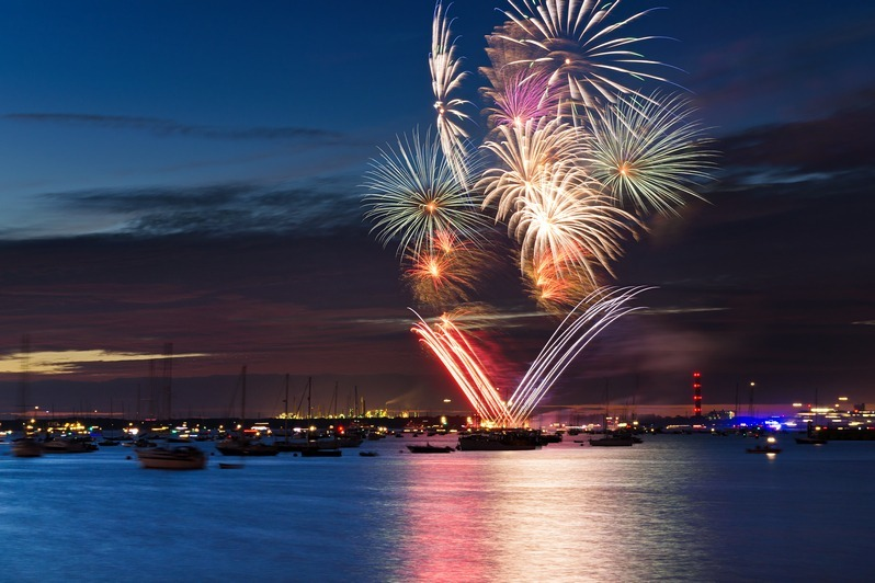 z2242 Cowes Fireworks - Yarmouth to West Cowes