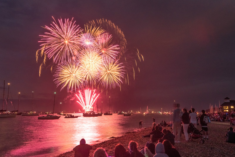 z3097 Cowes Fireworks - Yarmouth to West Cowes