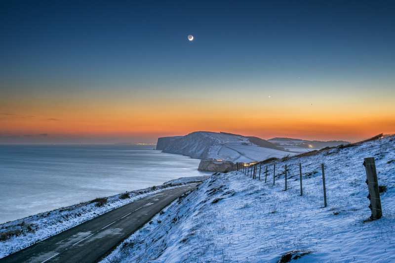z3183 Snow over Tennyson and Freshwater Bay - Latest Photos