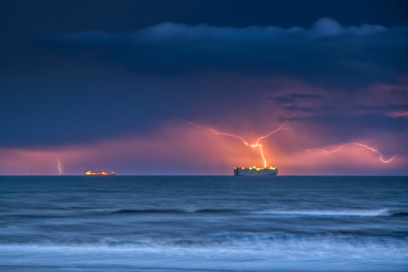 z2850 Distant Storm, Sandown Bay - The Lightning Gallery
