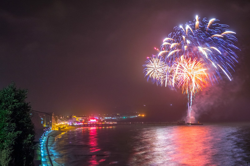 z2821 Sandown Fireworks - Sandown, Shanklin, Luccombe and Wroxall