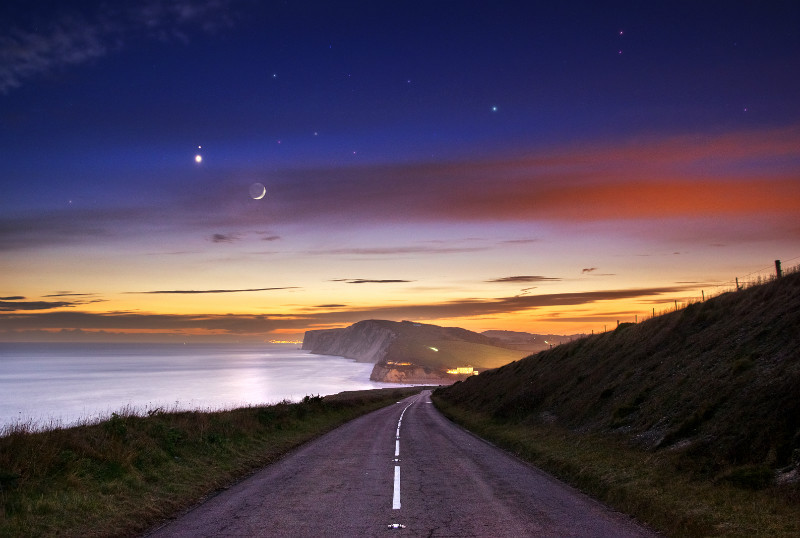 z2640 Moon Venus and Mars over Tennyson  - Freshwater Bay to Colwell Bay