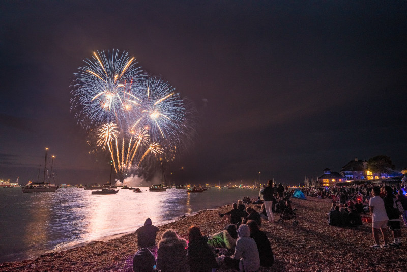 z3098 Cowes Fireworks - Yarmouth to West Cowes