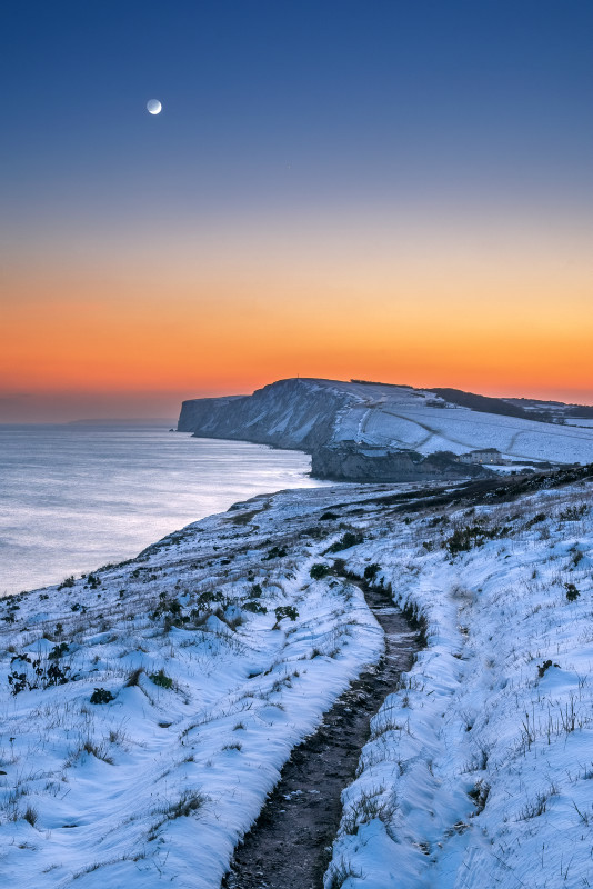z3177 Crescent Moon over the Snow Freshwater Bay - Latest Photos