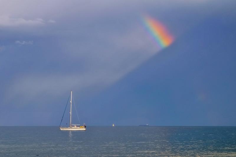 z3153 A Slice of Rainbow Sandown bay - Sandown, Shanklin, Luccombe and Wroxall
