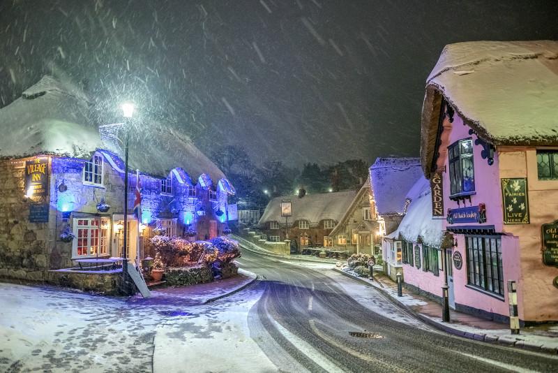z3181 Snowstorm over Shanklin Old Village - Latest Photos