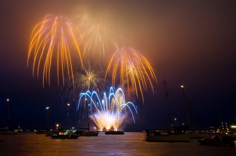 z1895 Cowes Fireworks - Yarmouth to West Cowes