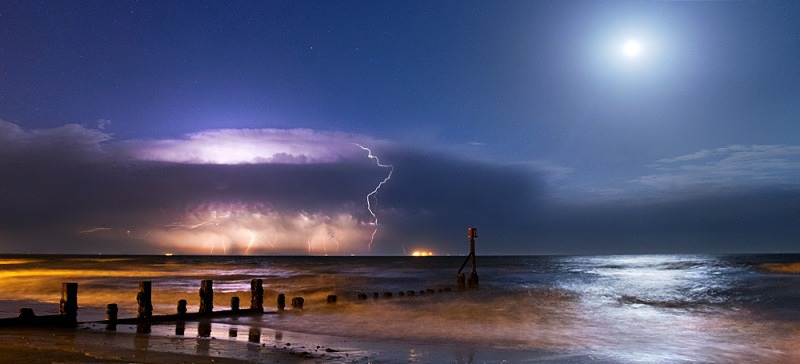 z2464 Distant Storm by Moonlight, Shanklin Beach - The Lightning Gallery