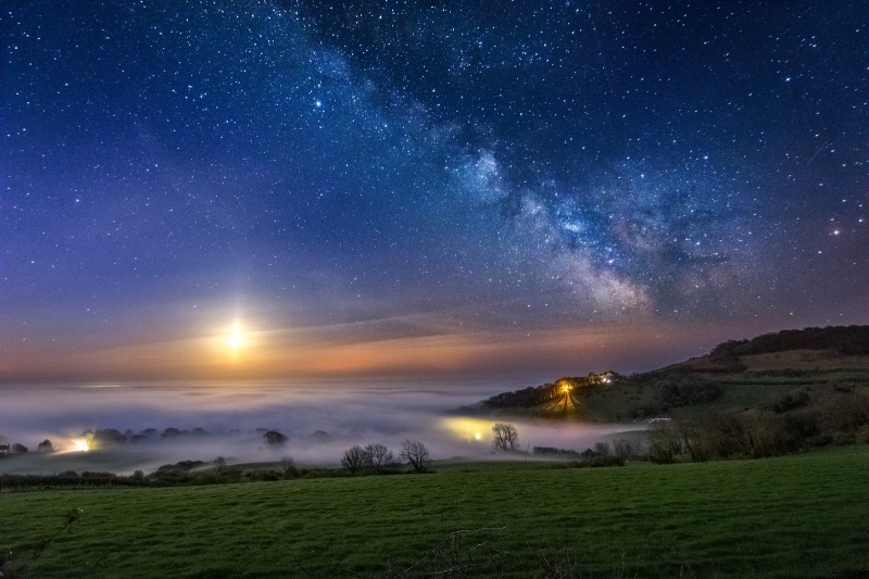 z2673 Rising Moon under the Milky Way Luccombe - Sandown, Shanklin, Luccombe and Wroxall