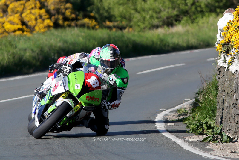 Lee Johnston hiding behind Martin Jessopp - TT 2016