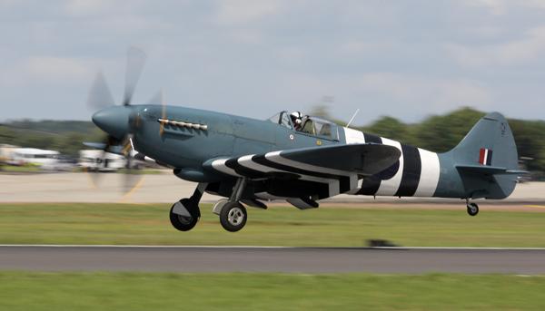 Spitfire  XIX - Aviation