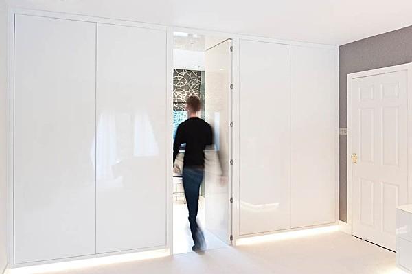 Doorway to the bathroom - Interiors & Architecture