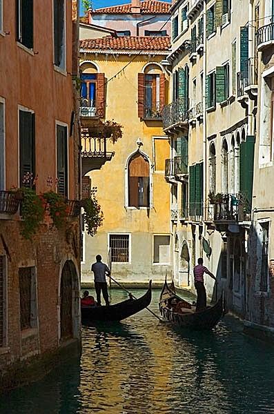 Gondola silhouettes - Travel