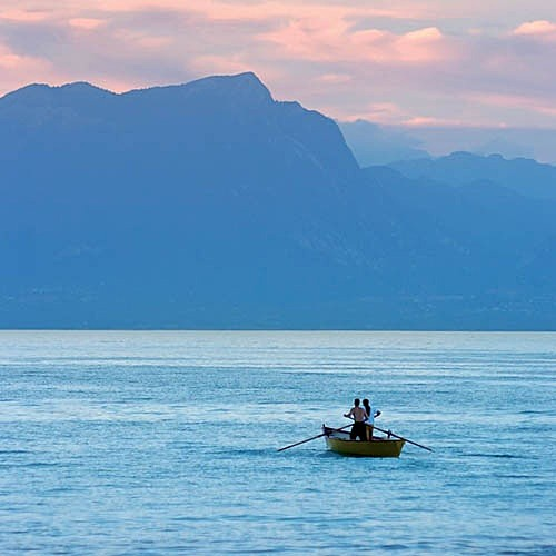 Rowing on Lake Garda - Travel