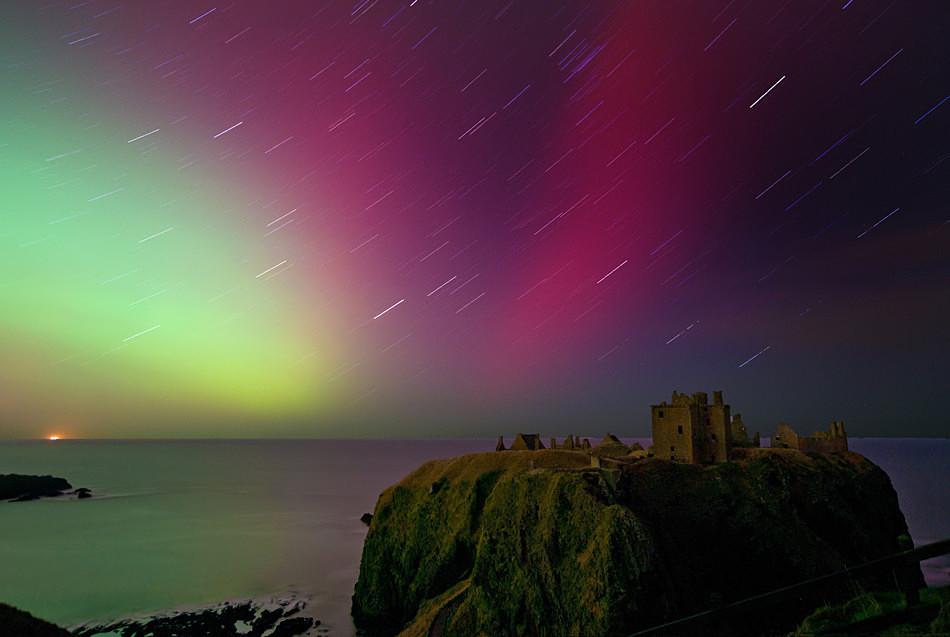 Dunnottar castle star trail - Aurora in Scotland