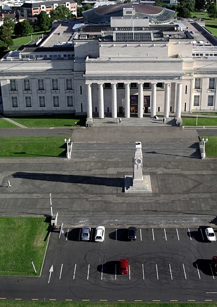 Auckland museum from a kitestring 2 - Auckland