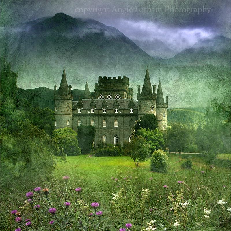 Inveraray Castle , Loch Fynne - Spirit of the Highlands