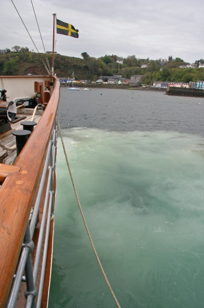 Tieing Up, Tobermory - PS Waverley