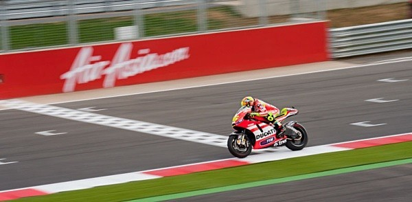 Valentino Rossi Silverstone Motogp The Doctor Greatest Of Al Time Yamaha M1 Yamaha Racing World Champion Legend Dorna