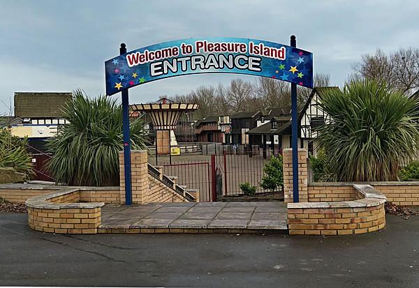 Pleasure Island Family Theme Park urbex urban exploration Cleethorpes North East Lincolnshire peter costello  DN35 0PL pleasure land Grimsby