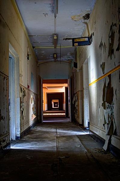 Cambridge Military Hospital urbex urban exploration cmh bleeding doors military hospital