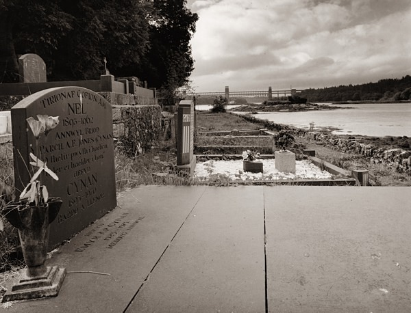 Evans Jones Albert - Cynan, Anglesey 2013 - POET'S GRAVES - BEDDAU'R BEIRDD