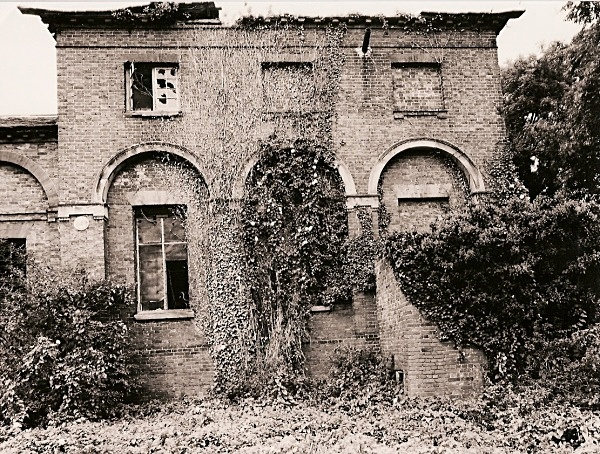 LLEWENI STABLES & COACH HOUSE, Henllan, Denbighshire 1998 (mansion long demolished)