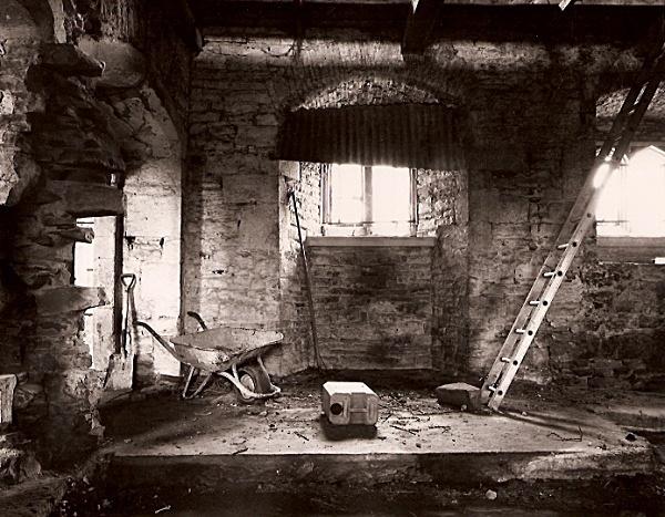 PENCOED CASTLE, Llanmartin, Gwent 2009