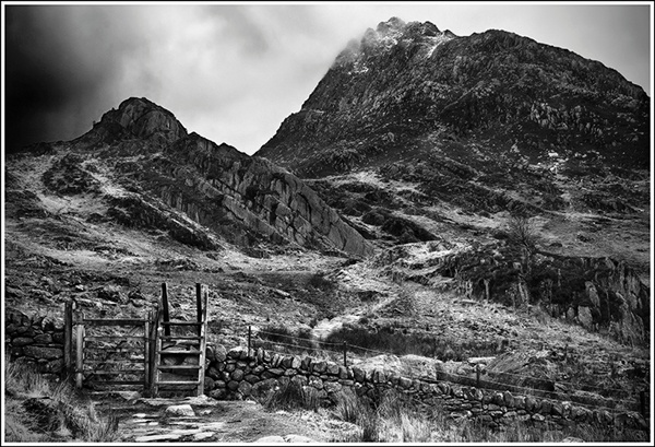 Tryfan Beckons - Du a Gwyn / Black and White Images