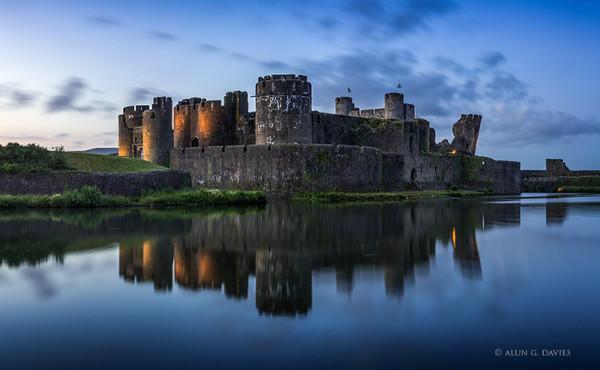 Castell Caerffili - Caerdydd a'r Cylch / Around Cardiff