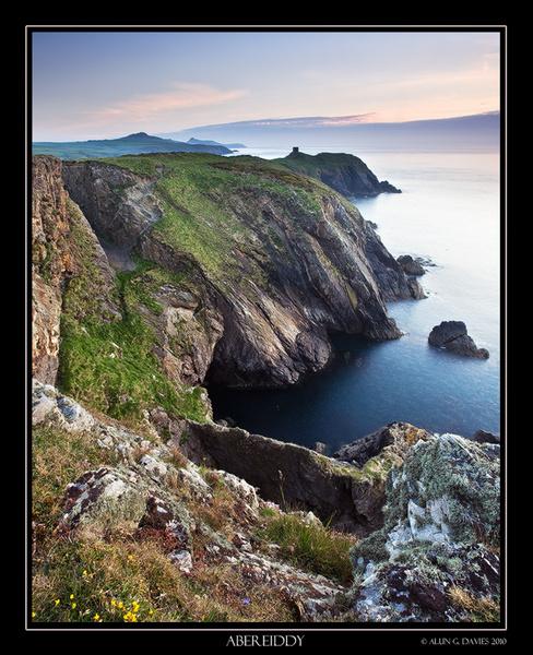 Arfordir Sir Benfro / Pembrokeshire Coastline - O Gwmpas Cymru / Around Wales