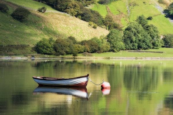 Tranquil Tal-Y-Llyn - O Gwmpas Cymru / Around Wales