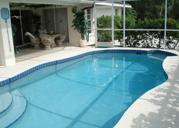 Pool showing outside dining area 4 - Florida Holiday Home
